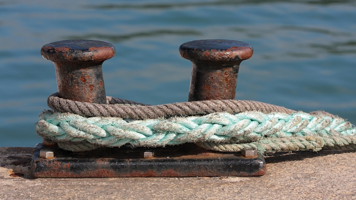 Nautical Institute: Stay out of the 'line of fire' when working with mooring lines