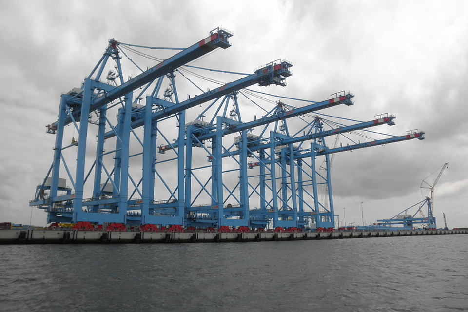 Parent company ECT can acquire APM container terminal in Rotterdam