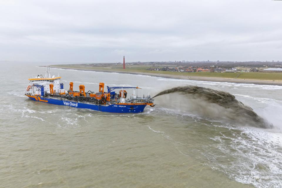 Van Oord's new dredger Vox Amalia starts first job