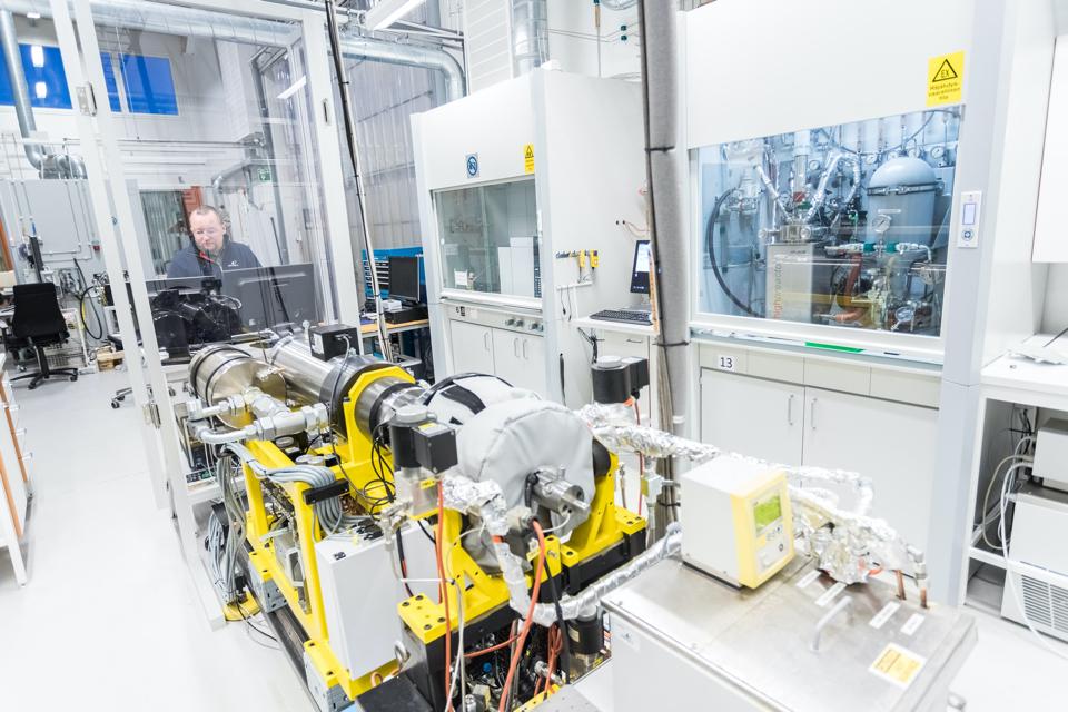 Wärtsilä performs first test with ammonia as a marine fuel