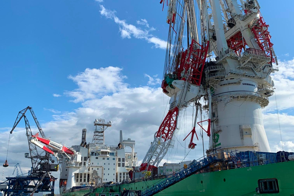New video shows breaking of installation vessel Orion's crane hook