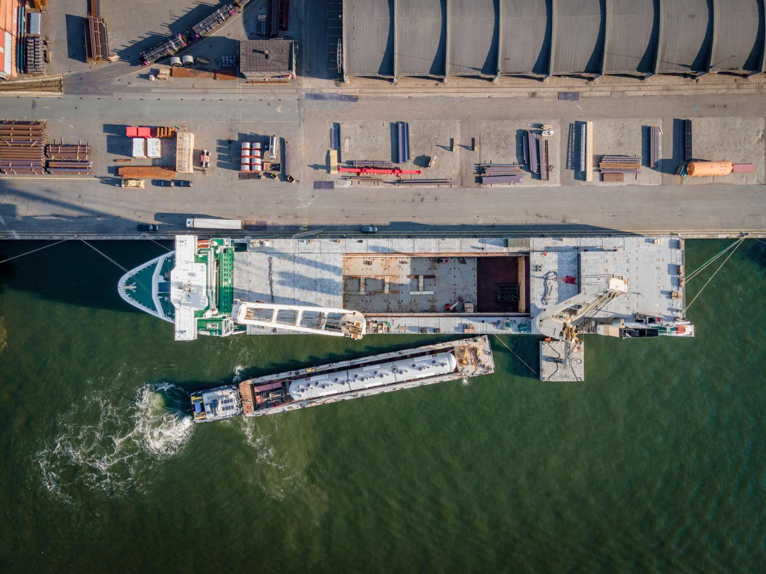 SAL and Mammoet move 955-tonne pressure vessel