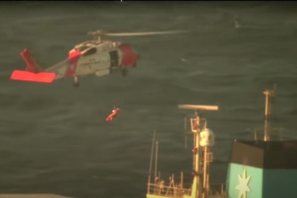 Video: USCG rescues crew member of container ship Laura Maersk