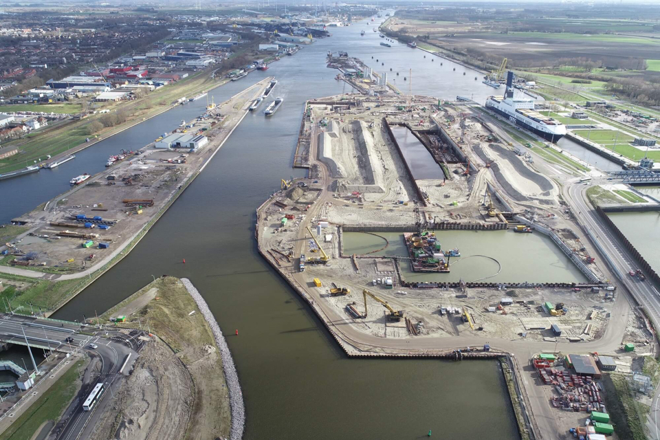 At least three months' delay for sea lock Terneuzen