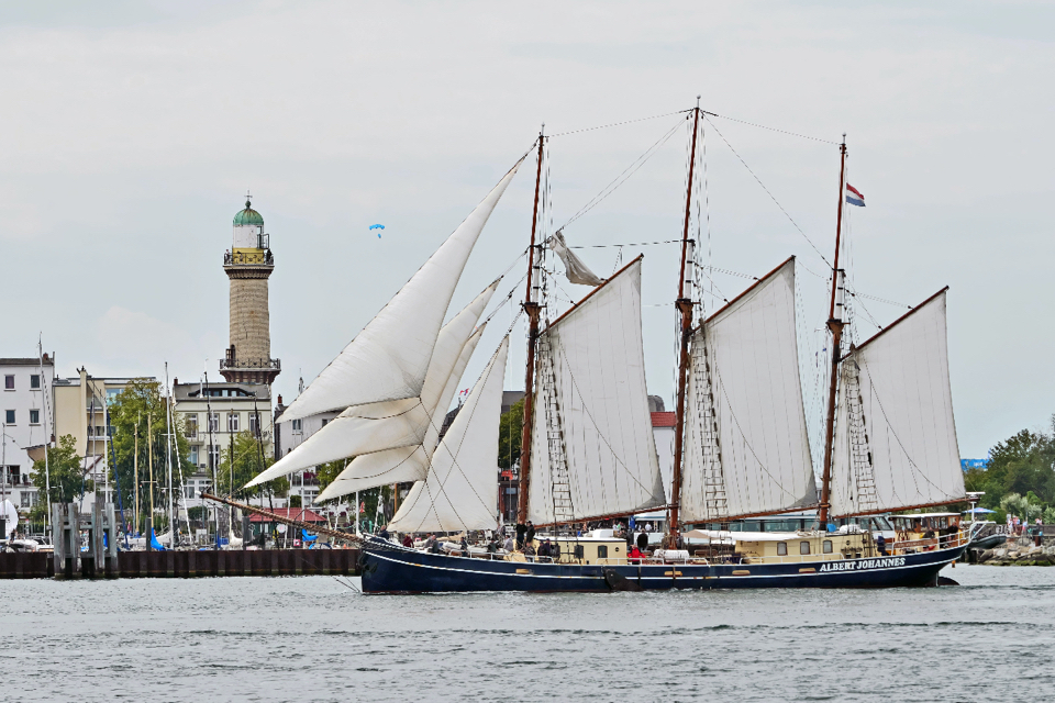 Social distancing rule scrapped for day trips on Dutch charter vessels