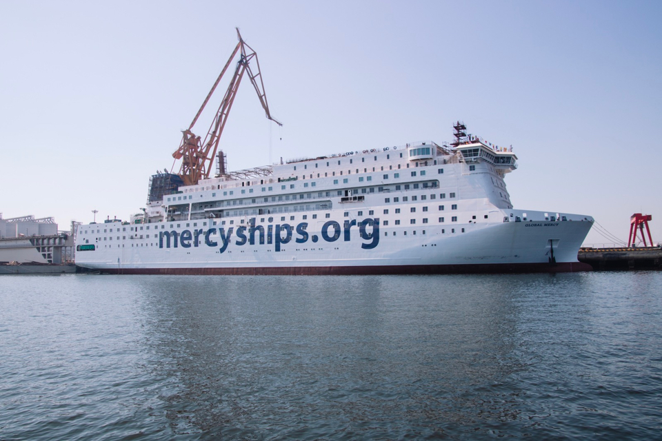 [VIDEO] World's largest hospital ship arrives in Antwerp