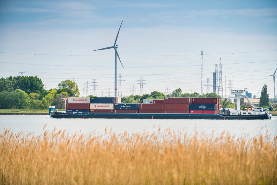 Belgian and Dutch ports want single shore power system