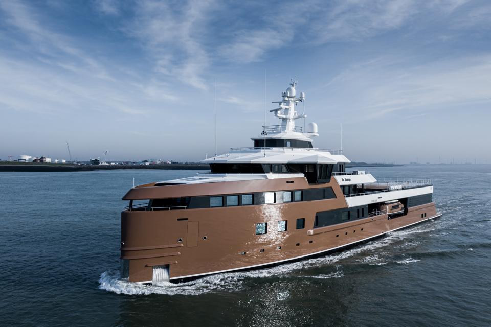 Damen delivers expedition yacht La Datcha