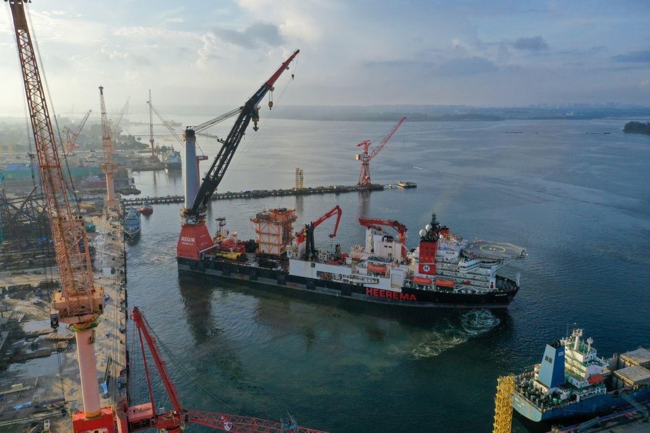 Heerema's vessel Aegir installs 1650-tonne water handling module