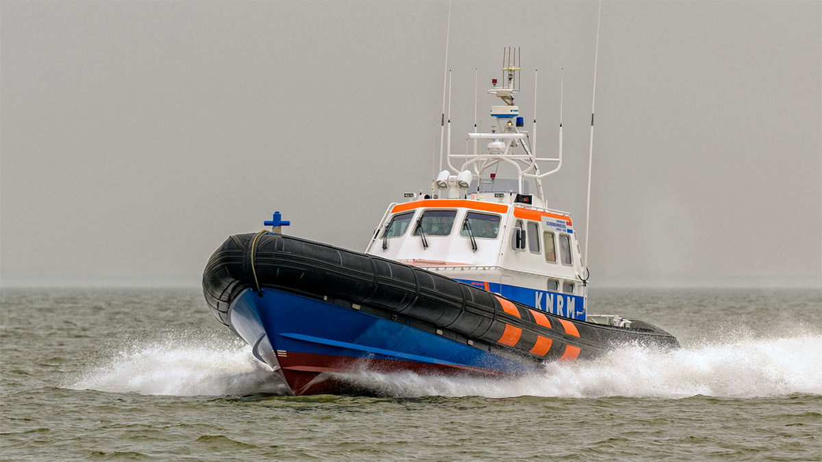 Fishing cutter from Urk capsizes on North Sea, three crew rescued