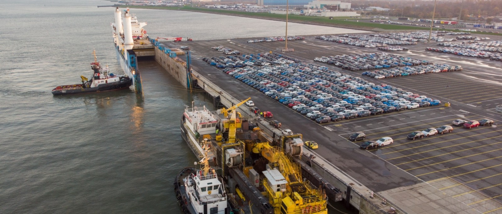 Rolldock ships dredger to Mozambique by semi-submersible