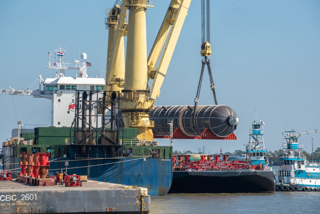 Jumbo vessel sets heavy lift record in port of New Orleans