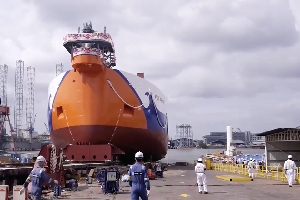 [VIDEO] Van Oord's new dredger Vox Ariane launched in Singapore