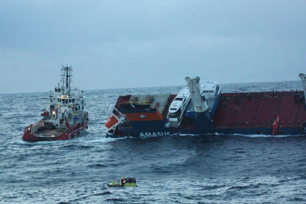 Salvage attempt successful, Eemslift Hendrika being towed to Ålesund