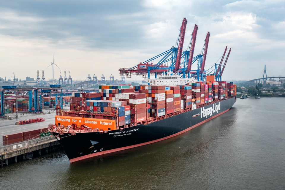 Hapag-Lloyd has converted its first large container ship to LNG