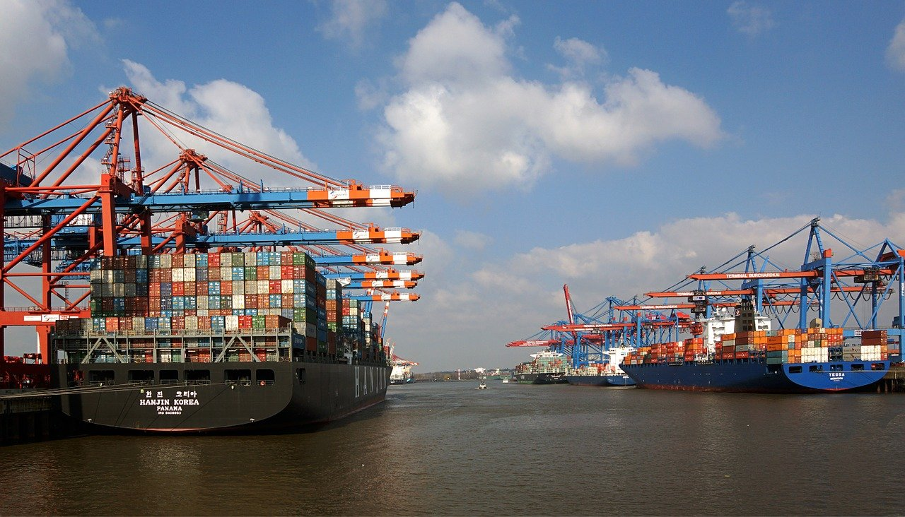 Five European seaports want to plug container ships into shore power
