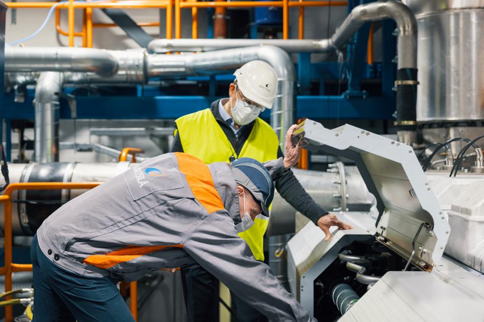 Wärtsilä trials marine engines running on hydrogen and ammonia
