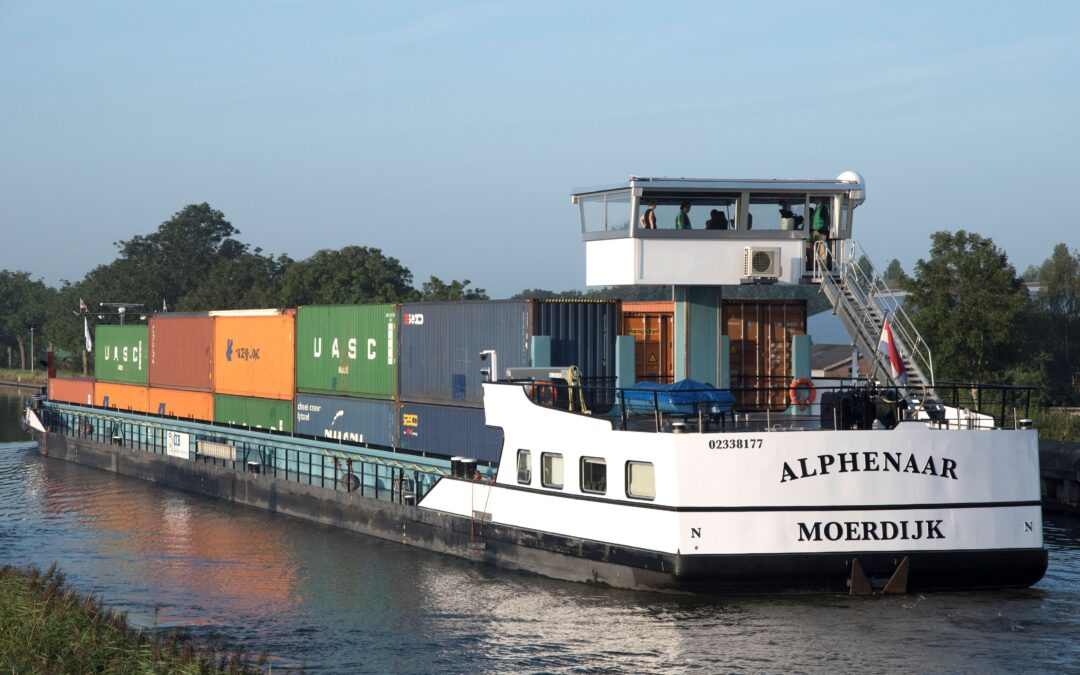First zero-emission inland vessel using battery containers sets sail